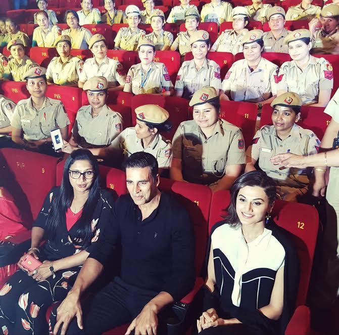 Akshay Kumar with Delhi Ladies police