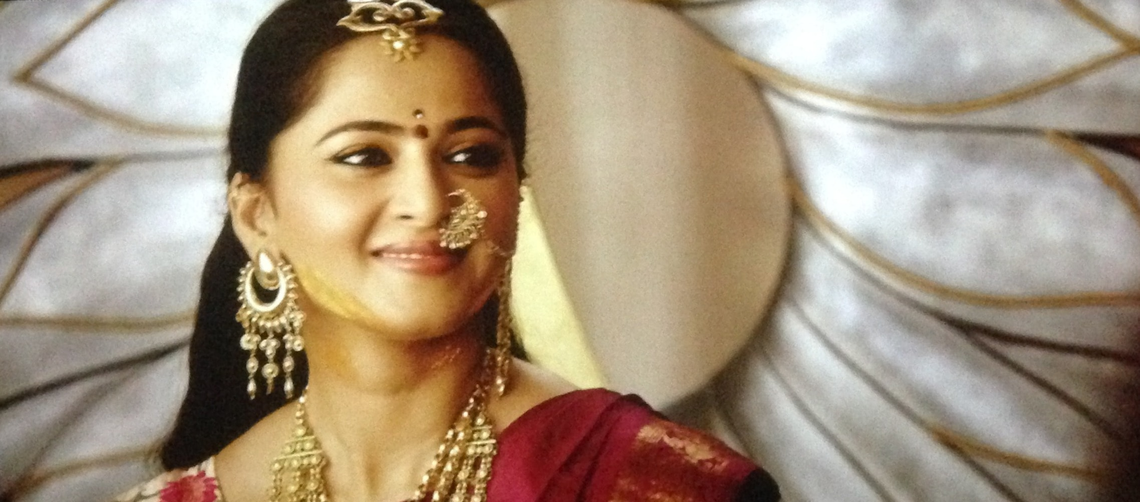 Anushka Shetty in bahubali 2 The conclusion, Anuhska Shetty hair accessory in bahubali 2