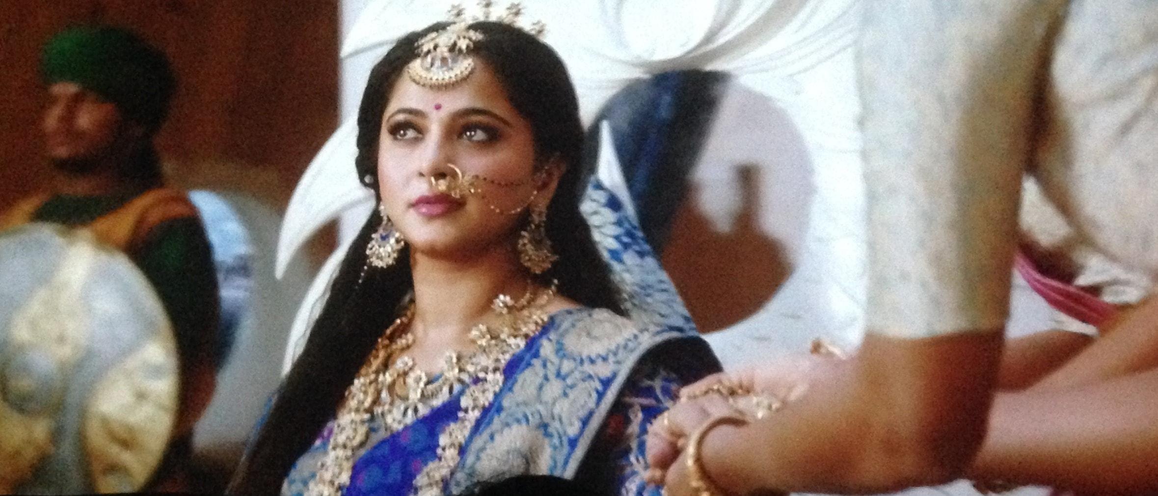 anushka shetty goddess looks is charismatic in bahubali 2