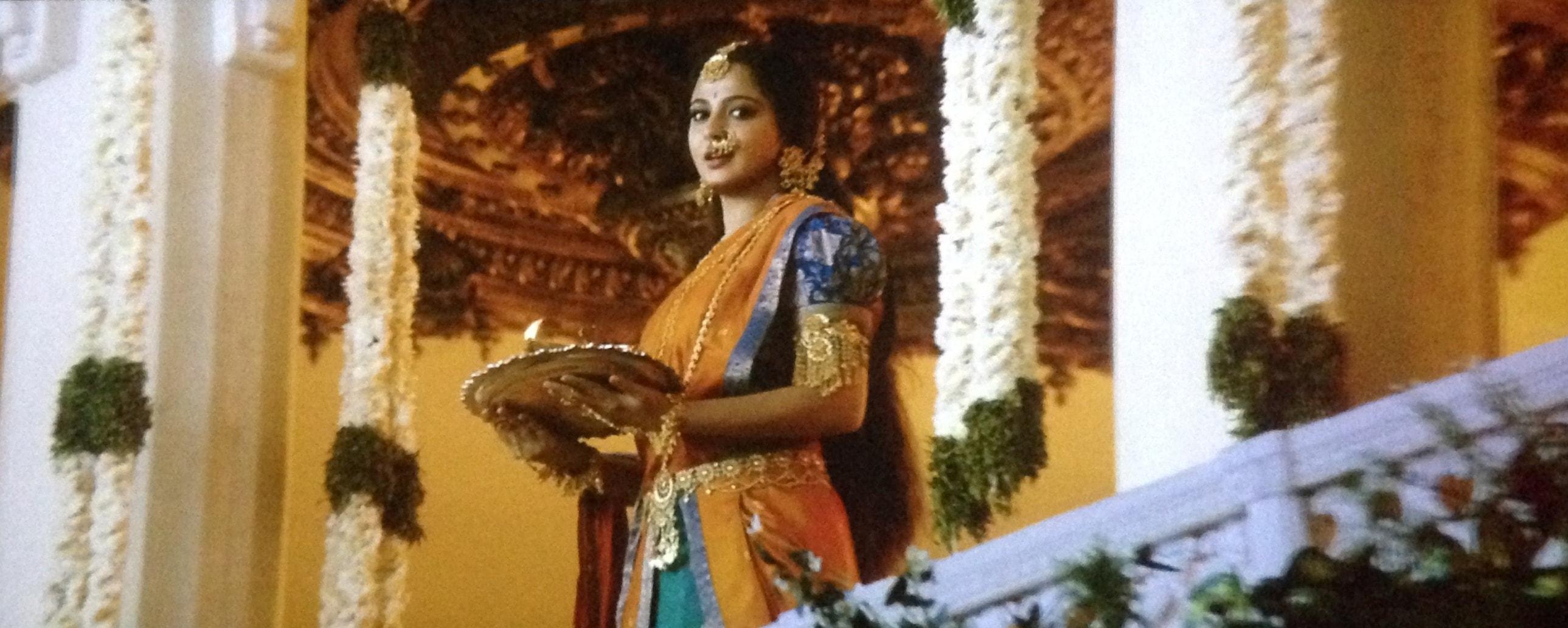 Anushka Shetty in orange saree in bahubali 2