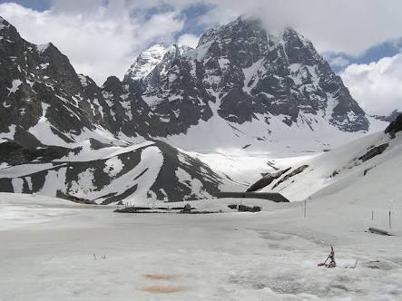 Manimahesh lake Mountain treking. group traking from delhi, delhi to Himachal, Manimahesh, Trekking providers delhi, trek trips in September, trek to manimahesh, trek to leh, trek to laddakh, trek to mountains, group travel delhi,
