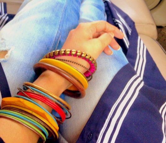 Bangles, bracelet, How to wear bangles, bangles, Red bangles, ideas to wear bangles, Bangle sets for women, bangles sets fro bride, Green bangles, plain bangles, studded bangles, metal bangles,